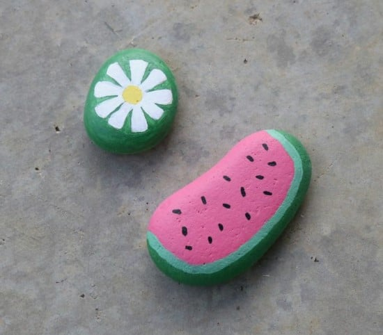 here are 30+ fun painted rock ideas that will provide hours of fun! These creative and unique painted rocks are a perfect family friendly activity. #paintedrocks #paintedrocksdiy #paintedrocksideas #paintedrockskids #paintedrocksforthegarden #paintedrockseasy #paintedrockstutorial #paintedrocksimple