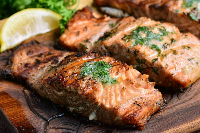 These simple and delicious ways to cook salmon are great weeknight meal idea for busy folks and family looking for simple healthy dinners.